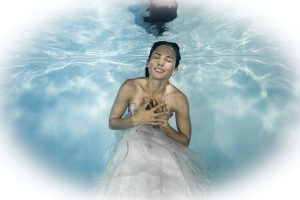 Read more about the article Trash-the-Dress Unterwasser-Fotoshooting