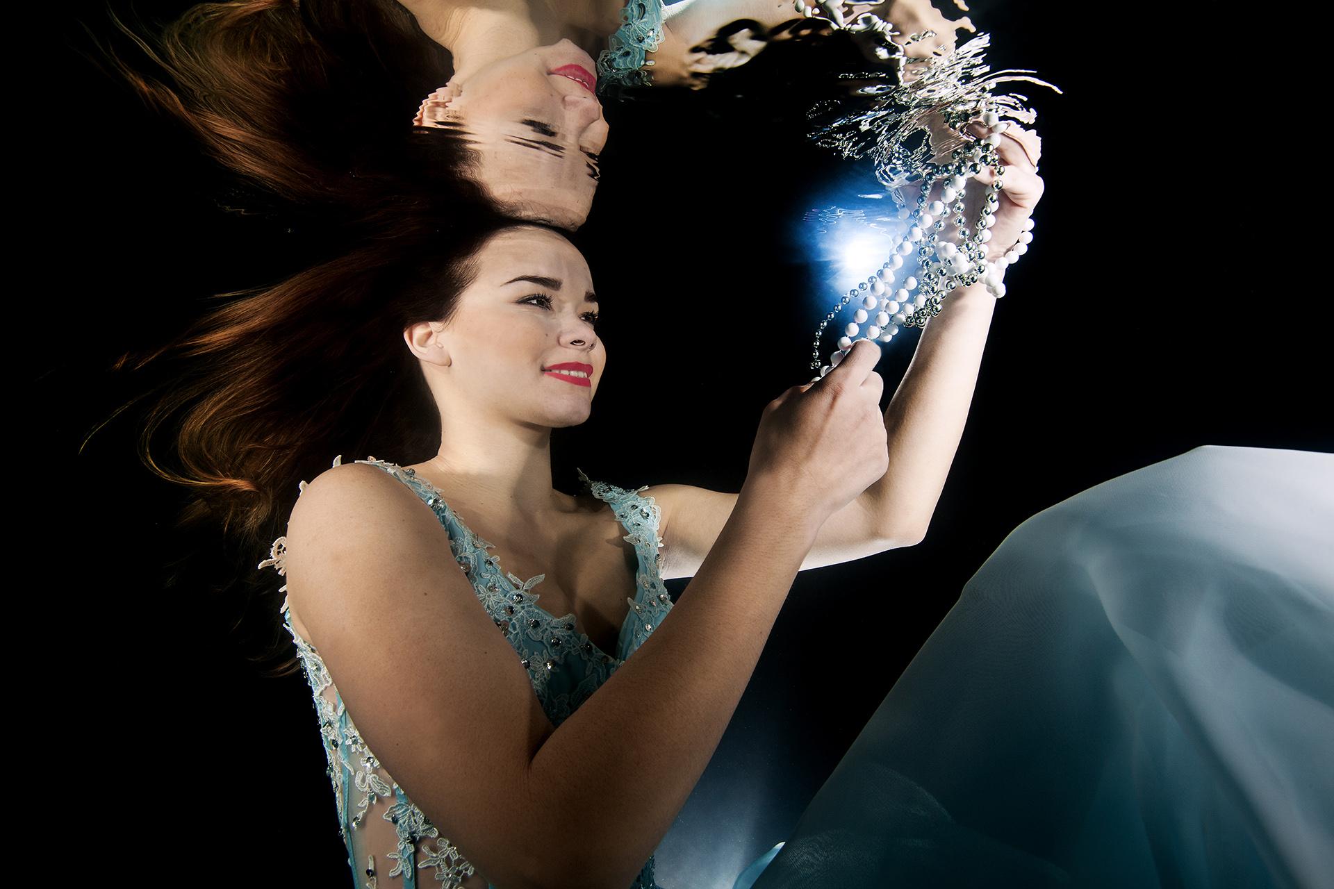Unterwassershooting im Abendkleid – Abgetaucht mit Ex Miss Vorarlberg